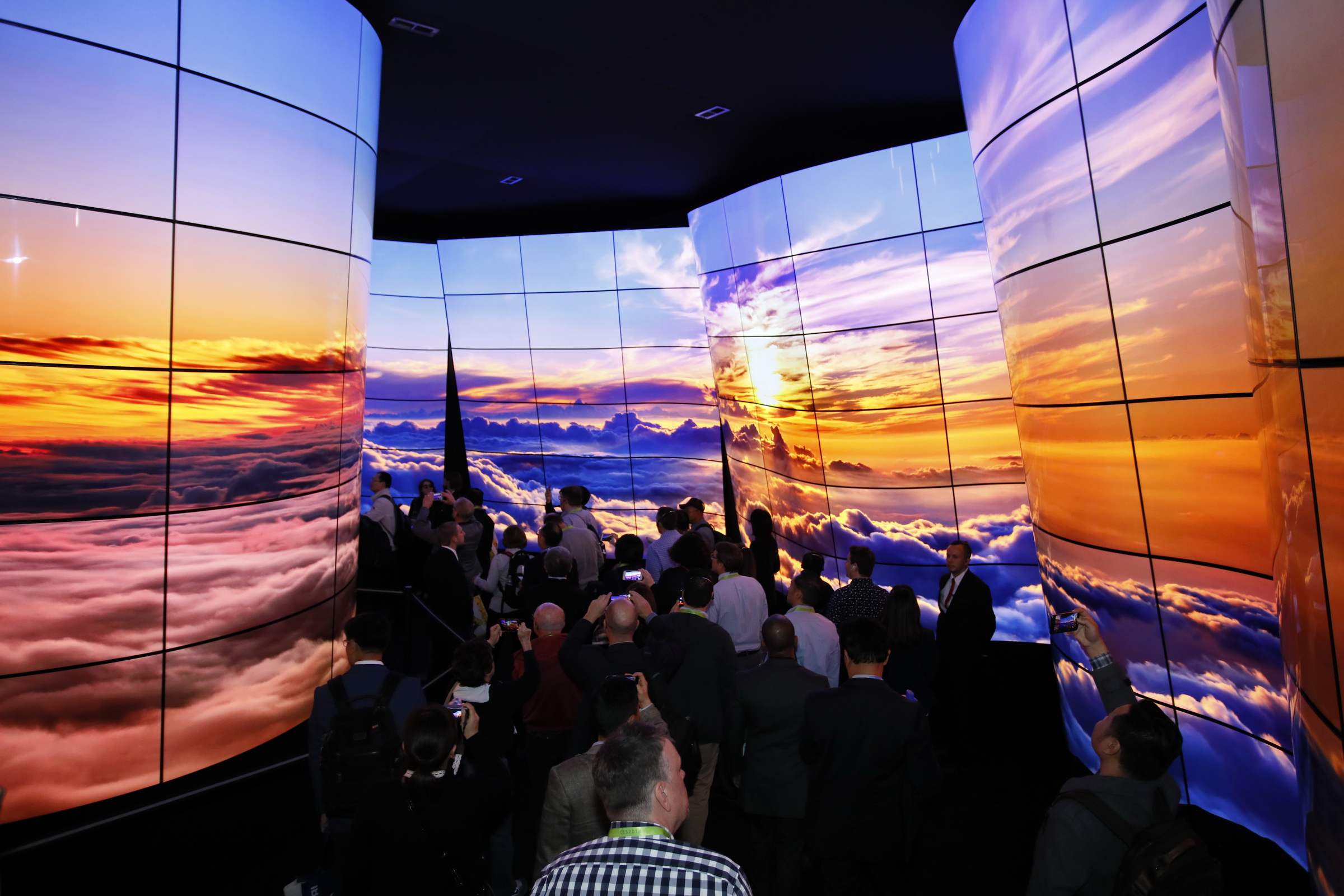 LG OLED Canyon. Image courtesy of CES 2018 Photo Gallery, Copyright Consumer Technology Association.