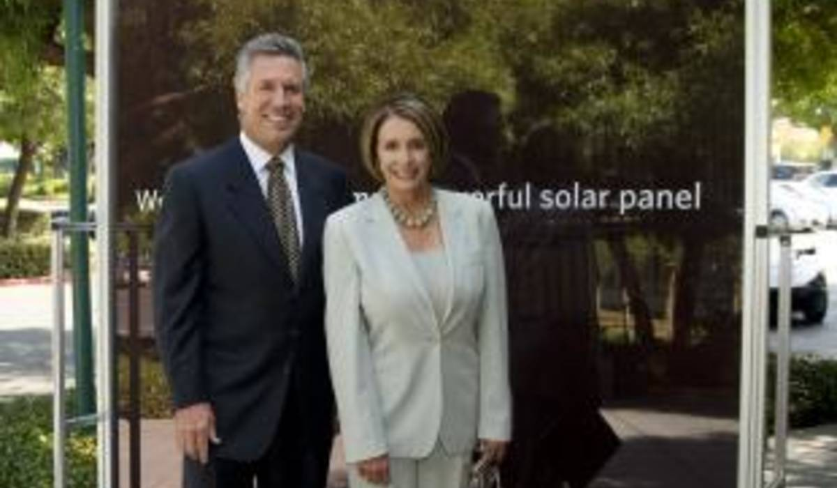 Nancy Pelosi, Speaker of the House and Mike Splinter, Applied Materials CEO with World's Largest Solar Panel